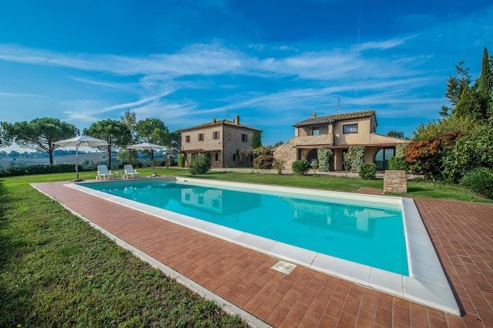 Casale in Umbria con piscina