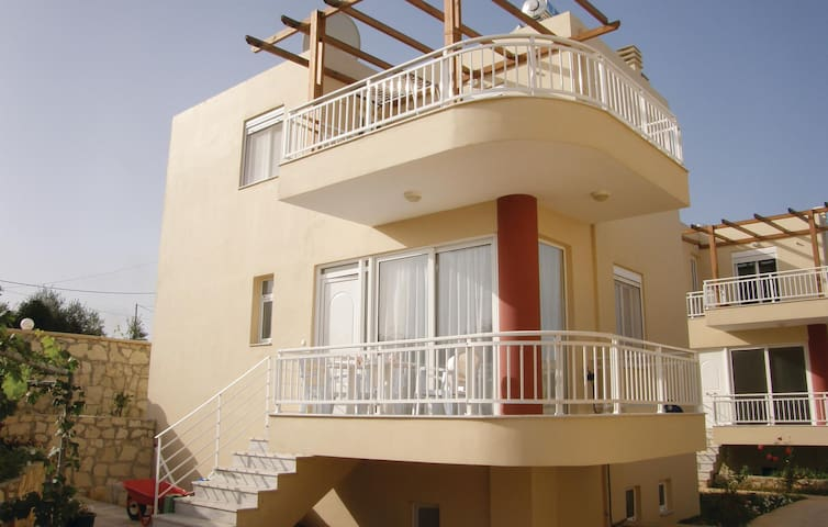 Semi-Detached with 2 bedrooms on 79 m² in Rethymno Crete