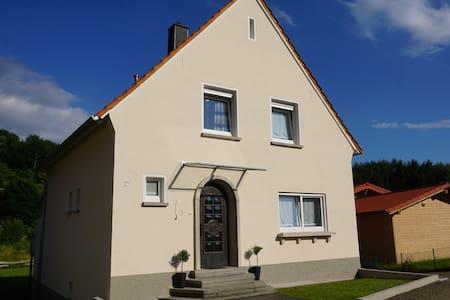Trailrock Lodge - Ferienhaus im Dahner Felsenland - Dahn - Talo