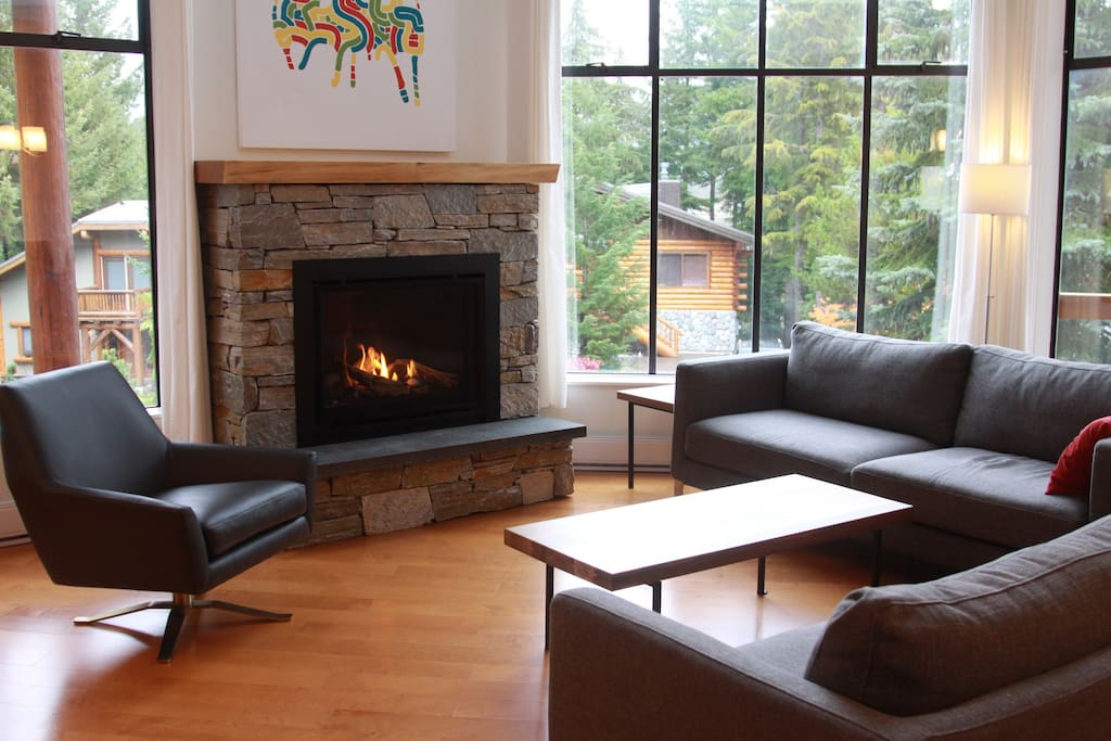 Large gas fireplace to sit around in the evening after skiing