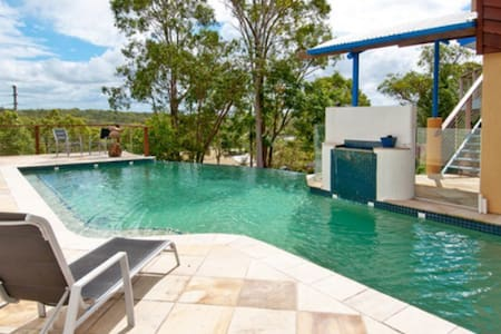 Own living space with sauna & pool - Beenleigh - Casa