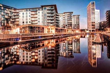 TOP FLOOR DOCKSIDE, CENTRAL MODERN APARTMENT!!!!!! - Leeds