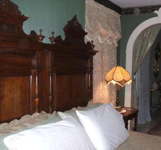 Seneca Room - River Edge Mansion
