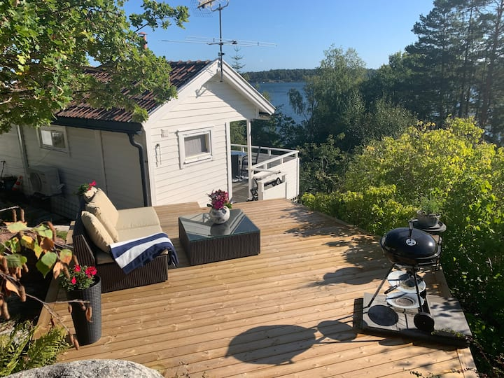 Charming cottage by the sea in Lervik