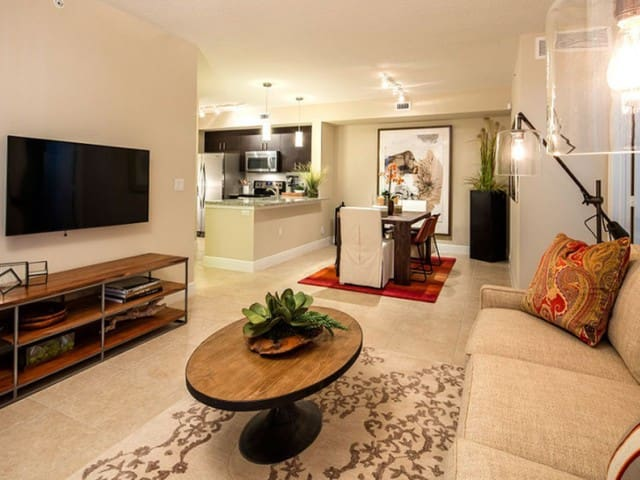 Your home away from home | 2BR in Miami