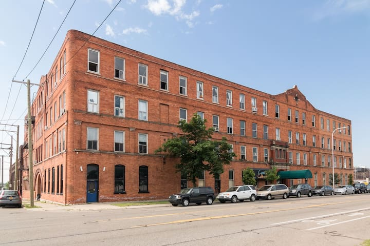 Close to the Riverfront and walkable to downtown and all the cute shops in Corktown.