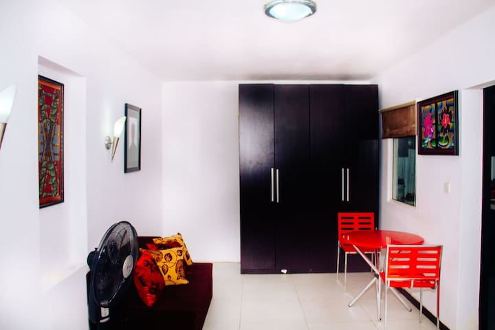 Fully furnished studio in a secure and green area - Lekki