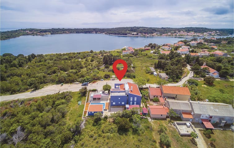 Amazing home in Veli Rat with WiFi and 2 Bedrooms