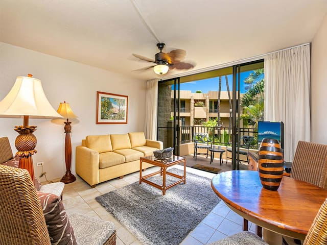 Garden Nirvana w/Lanai, Modern Kitchen, WiFi, Flat Screen+Ceiling Fans–Paki Maui 414