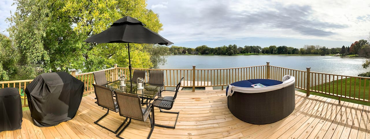 Lake Front Getaway  Cozy for 2 - or large families