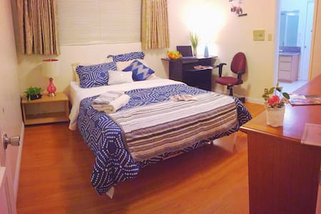 阳光卧室sunshine bedroom in house - El Monte