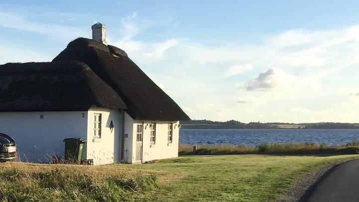 Sommerhus på Venø med fjordudsigt fra første række