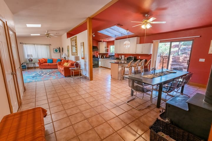 Rainbow Home on Oak Creek! Perfect for Hikers/Bikers Close to Trails. Very Private on National Forest Land. Sleeps 10