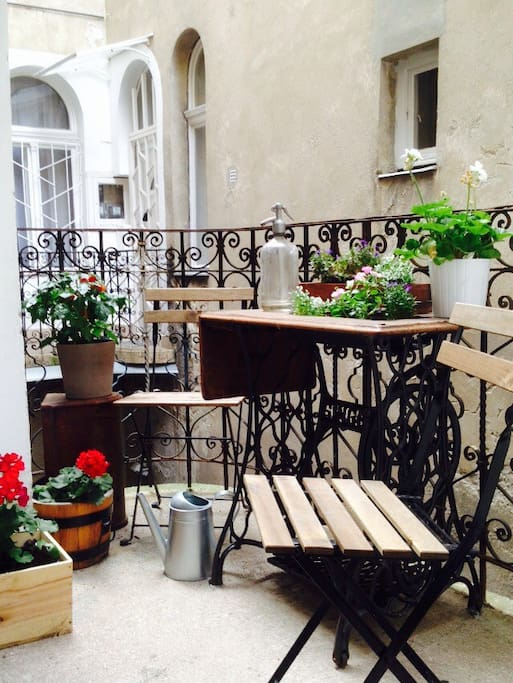 Little balcony and flower garden towards the inner courtyard. Pick a few tomatoes for breakfast if you want :)