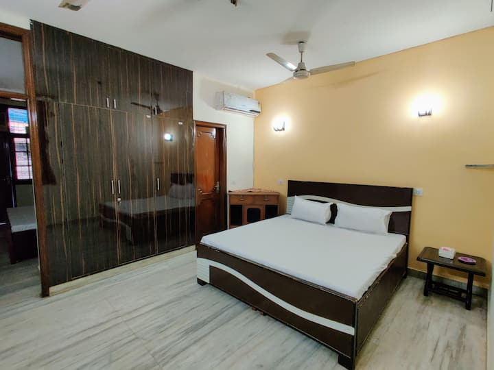 ★Sanitized★ Private 2BHK ♛w/ WiFi,2 King beds & TV