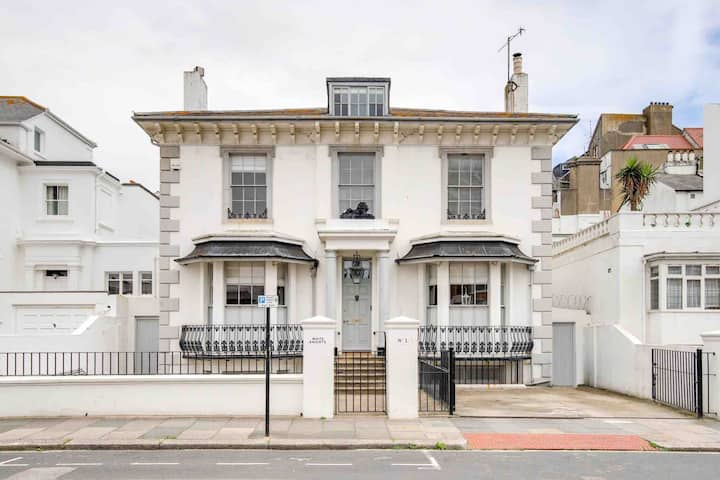 Spacious central Hove apartment 200m from beach