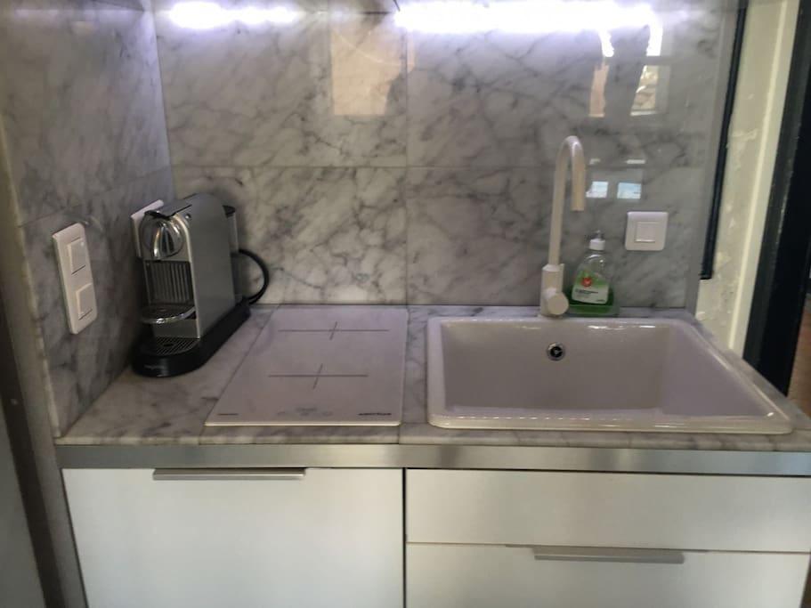 Entrance / kitchen