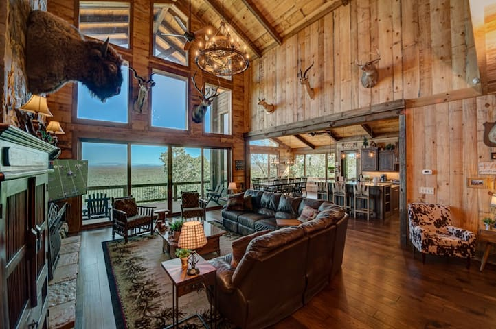 Serenity Cove- 7 BDR | 6 KINGs | Lake and Mnt. View | wheel chair accessible