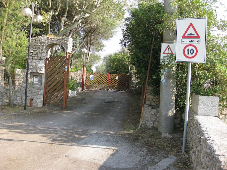 ingresso villaggio dell'Acquaviva