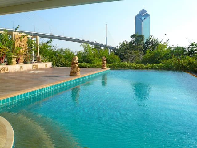 "Nice 1BR Apt, Riverside and close to ""Asiatique"""
