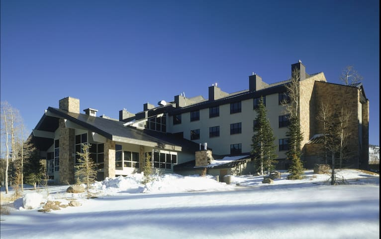Luxury Ski condo with restaurant, Bar, Hot Tub