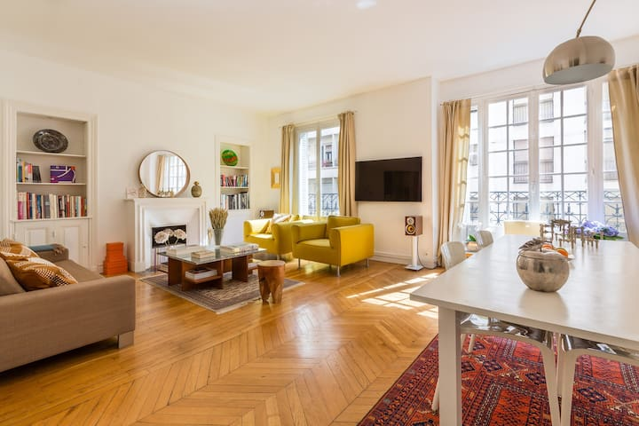 Beautifully styled 1BR home in the 16th, (Veeve)