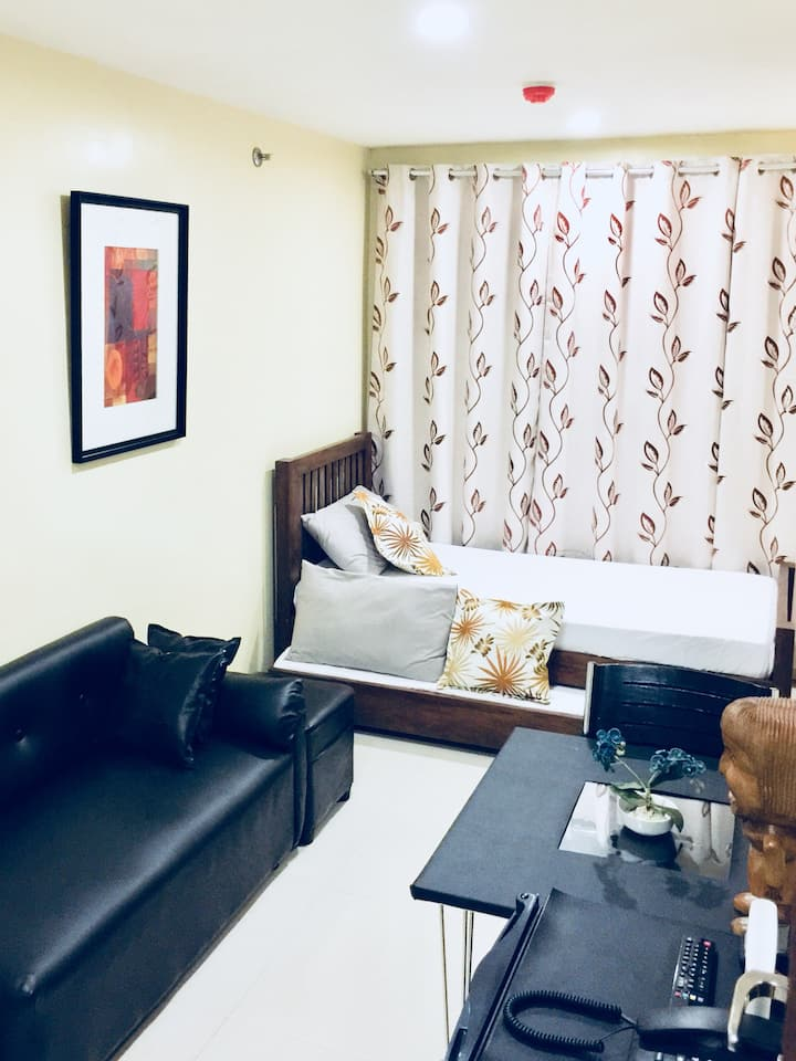 Condo nearest to Session Road - H/C Shower & WiFi