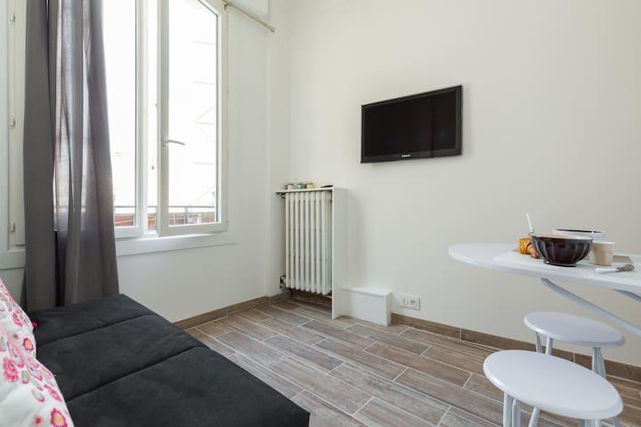 Studio rénové WIFI centre proche gare Nice Ville