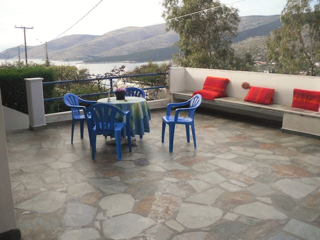 Near beach house,10 minutes away from the port!! - Evia - Departamento