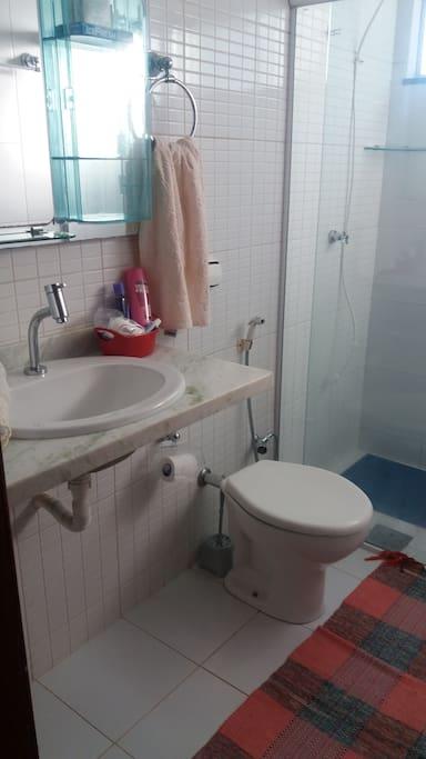 banheiro do quarto suite 2