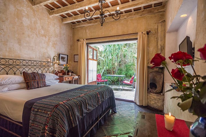 PV-Room 1 · PV-Room 1 · PV-Room 1 · Cozy Room with fresh decor, central location, pool