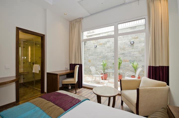 Premium Twin-Bed Room Located in Central Delhi!