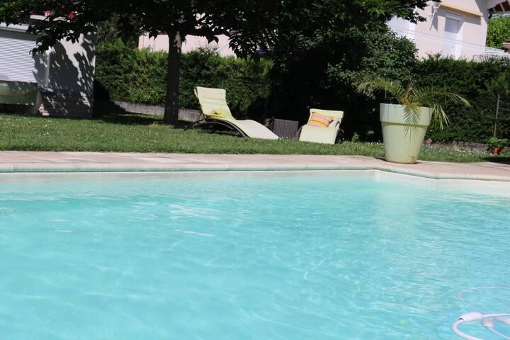 Chambre accès indépendant RDC maison avec piscine - Saint-Priest