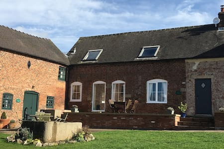 Delph Cottage  - Holiday Home - Ashbourne - Haus