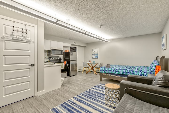 #U of A studio# good Price w/ good quality living