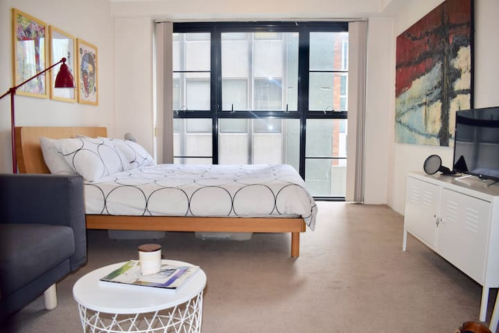 Executive Style Studio Apartment in Martin Place