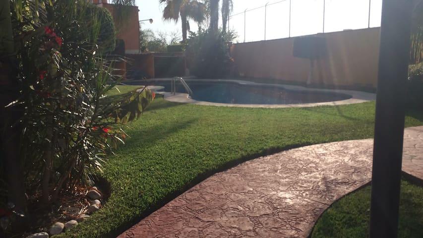 Rento hermosa casa con alberca - Emiliano Zapata - Huis