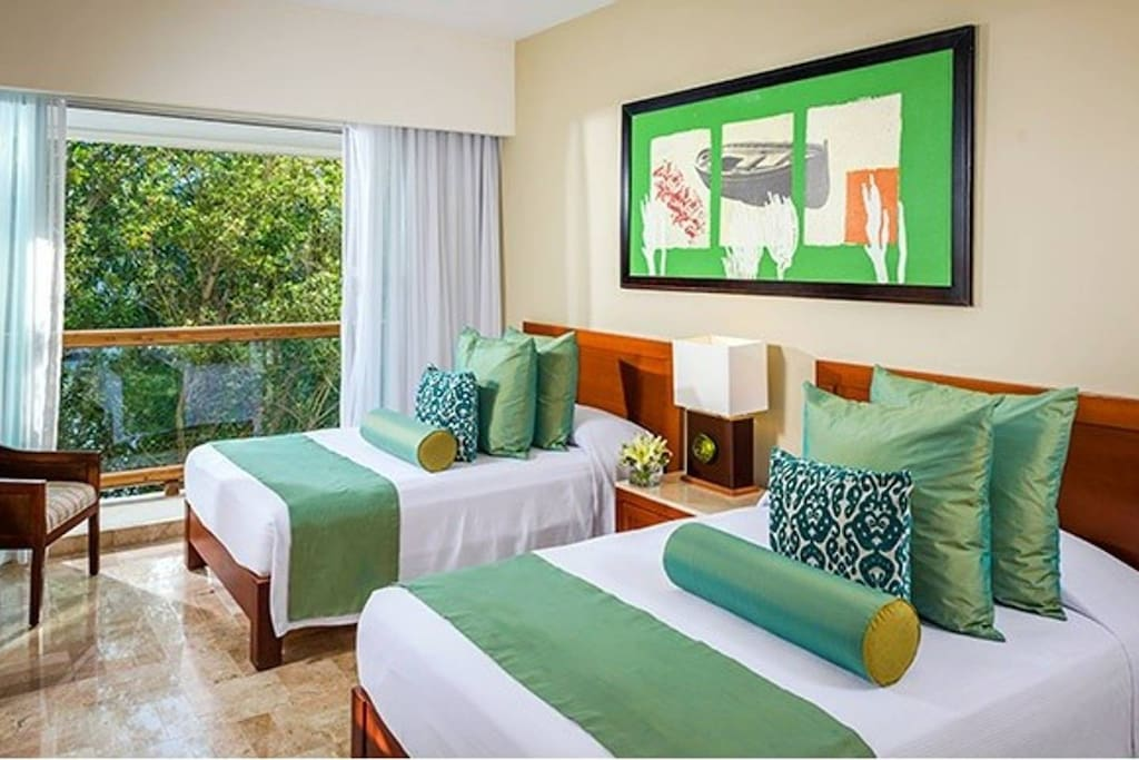 Queen Bed Grand Master Room