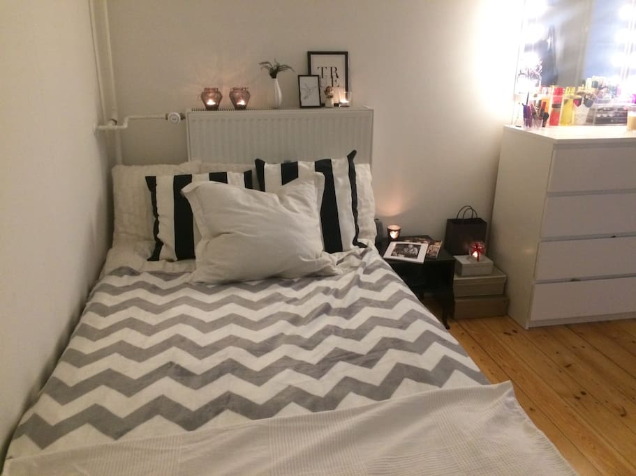 Bedroom 2 Large bed (120x200cm)