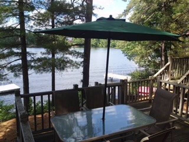 Beautiful, Spacious Lakefront Home - Wakefield - Vakantiewoning