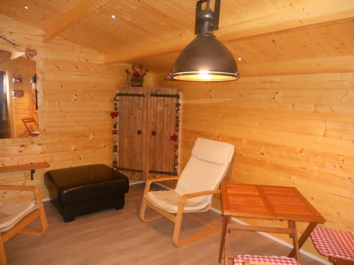 chalet en bois dans maison ardéchoise en pierre