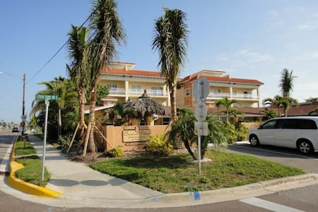 Cozy Efficiency near Beach #9 - Redington Shores - 아파트