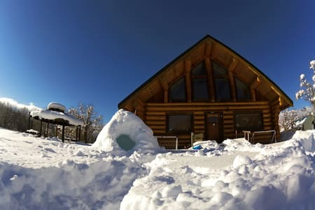 Easy weekend getaway log house - Cle Elum