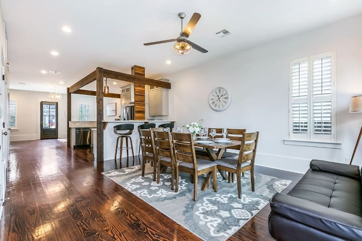 3 BR Luxury Townhouse close to FQ & City Hot Spots