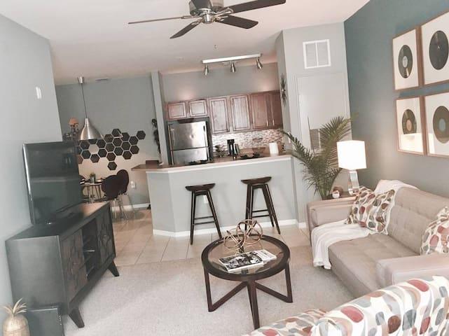 Den for two in a mid-century design apartment - Orlando - Apartamento