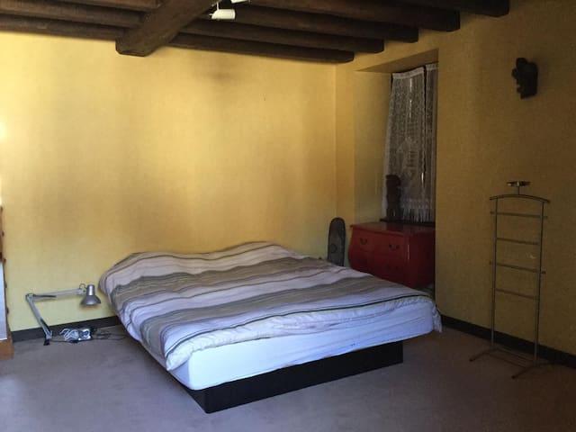 chambre RDC lit king-size