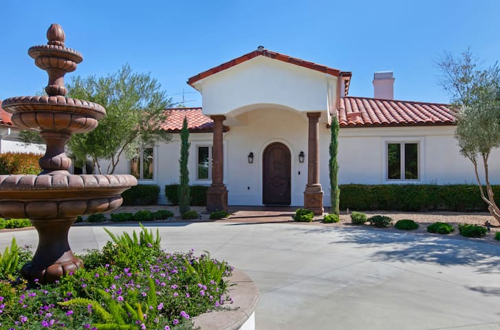 """Villa Toscana - Upscale Estate in Wine Country"""