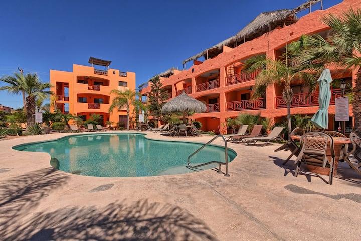 Pueblos D-101 Cozy Poolside Intown Condo!