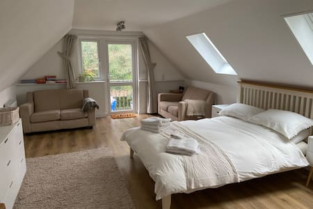 Beautiful spacious annex with ensuite nr Romsey