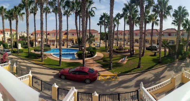 Maison,parking, piscine, plage  6 personnes